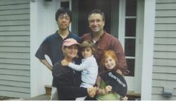 アメリカ・カリフォルニア大学ロサンゼルス校に1年間留学した。写真はそのときの指導医のファミリーとともに。