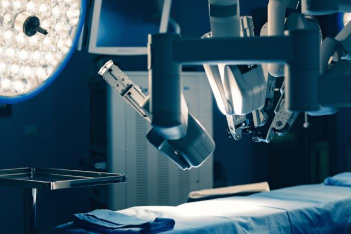 ロボット支援手術ダヴィンチのカメラとロボットアーム